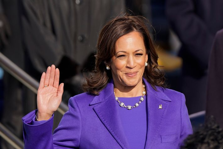 Kamala Harris faz o juramento para a vice-presidência perante a juíza do Supremo Tribunal Sonia Sotomayor, ...