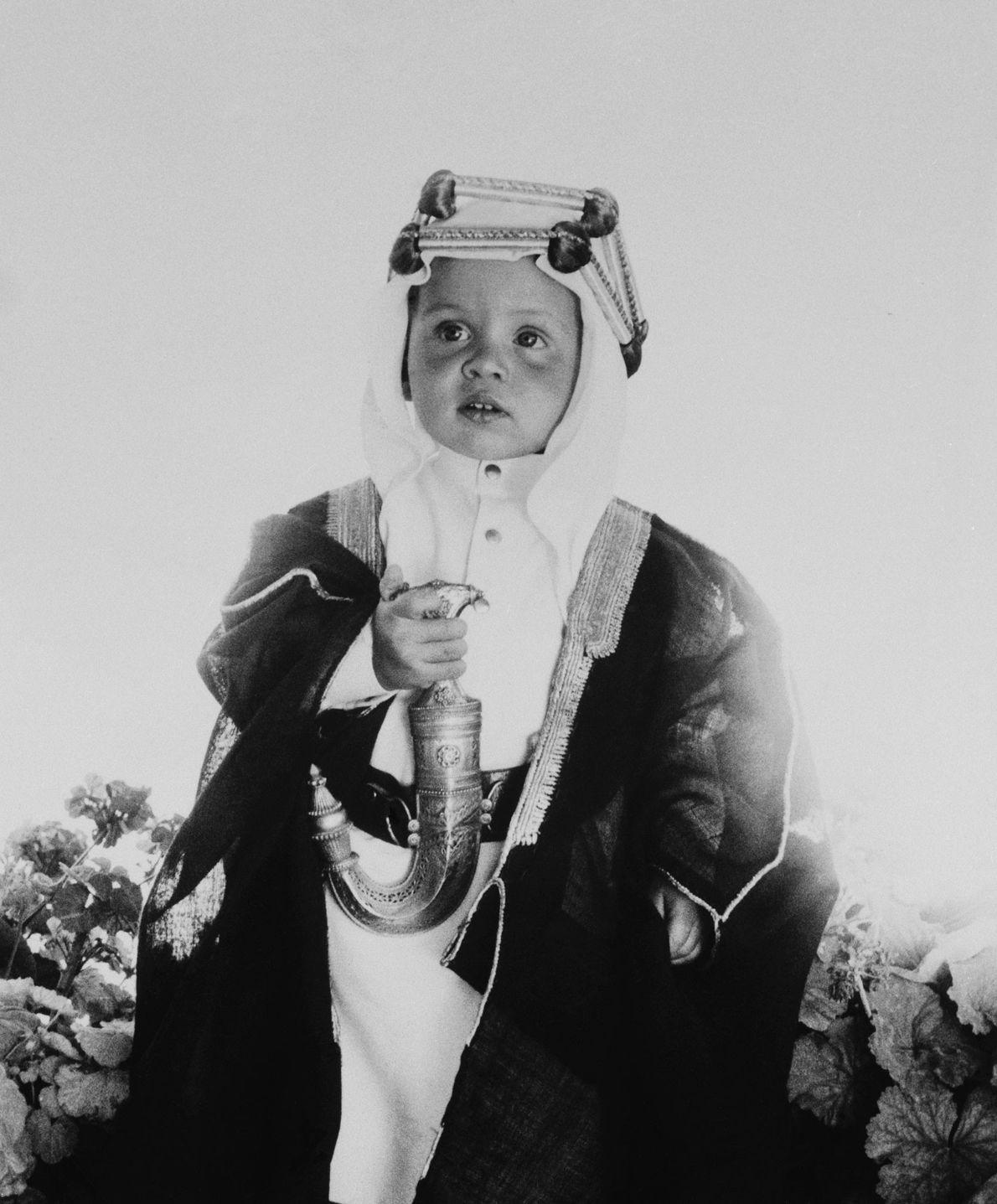 O príncipe herdeiro Abdullah II, do Reino Hachemita da Jordânia, na altura com um ano de ...