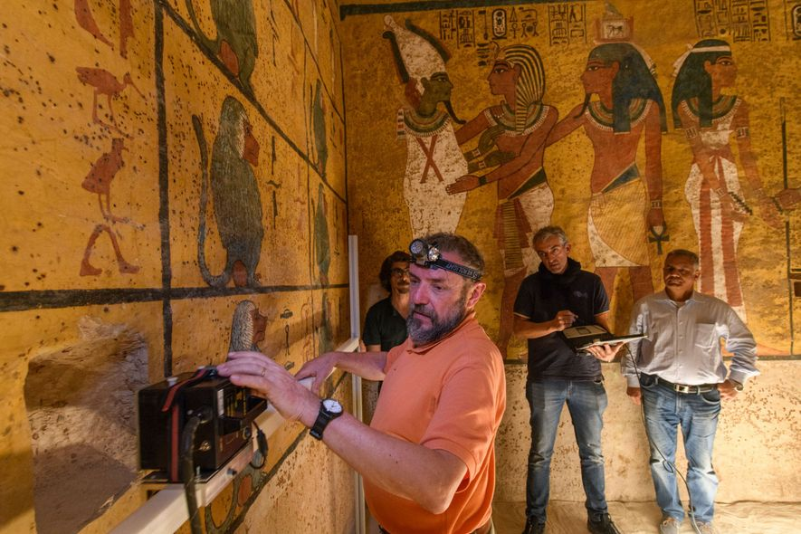 Buscas por Câmaras Secretas no Túmulo do Rei Tutankhamon