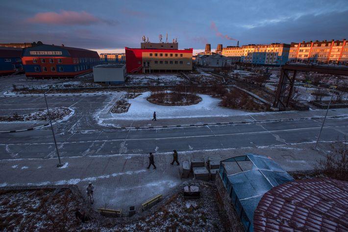 Tal como muitos residentes em Anadyr, Svetlana e Larisa vivem em edifícios de apartamentos.