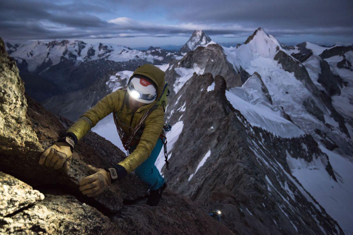 """""""Liv Sansoz, de madrugada, na excelente cordilheira 'Rothorngrat', na montanha Zinalrothorn, num dia que acabou por ..."""