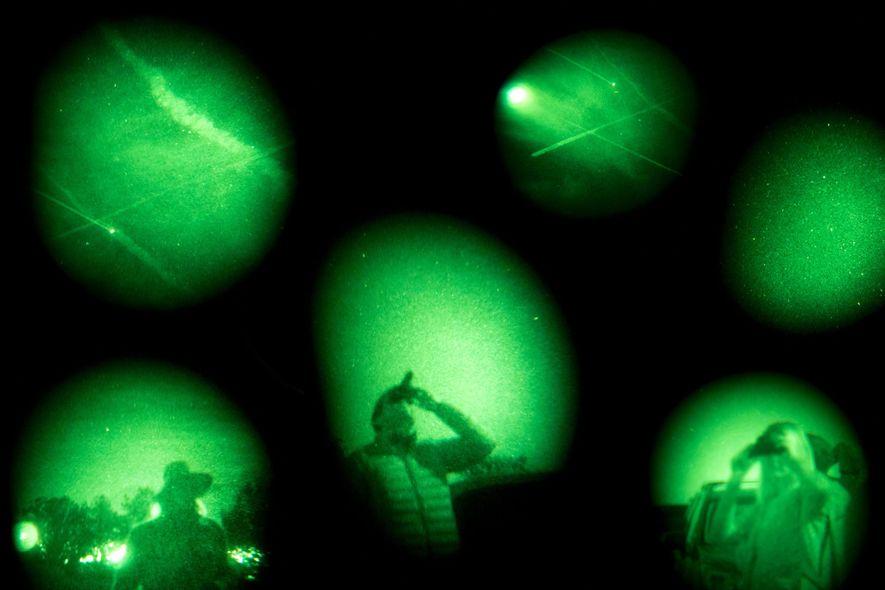 Pessoas que acreditam em objetos voadores não identificados procuram naves suspeitas no Sedona UFO & Vortex ...