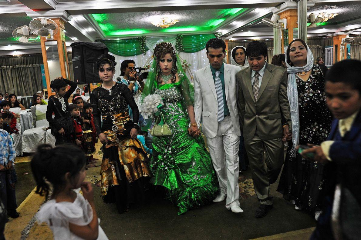 Neste casamento, em Cabul, no Afeganistão, a noiva estava vestida de verde. Na tradição islâmica, esta ...