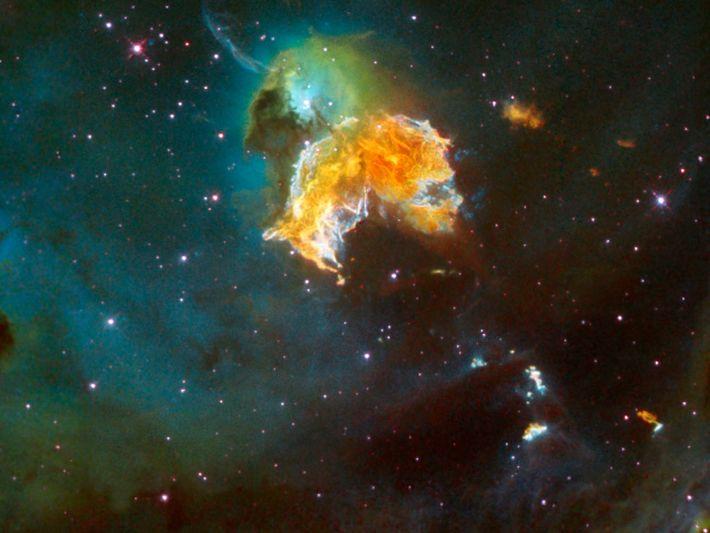 Nesta imagem é visível a massa de material lançado no espaço por uma estrela que explodiu ...