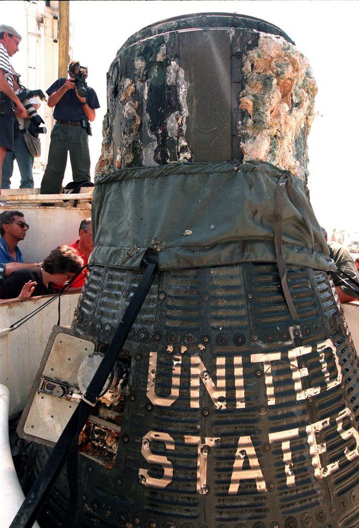 A cápsula Liberty Bell 7 foi recuperada em 1999 de uma profundidade de 4870 metros – ...