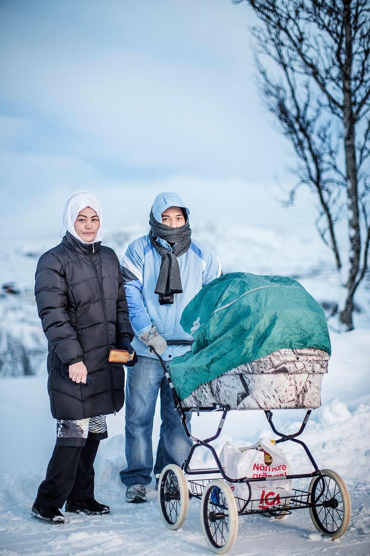 Fotografia de Saker Hossein Nabavi com a sua mulher Sakine e o seu filho