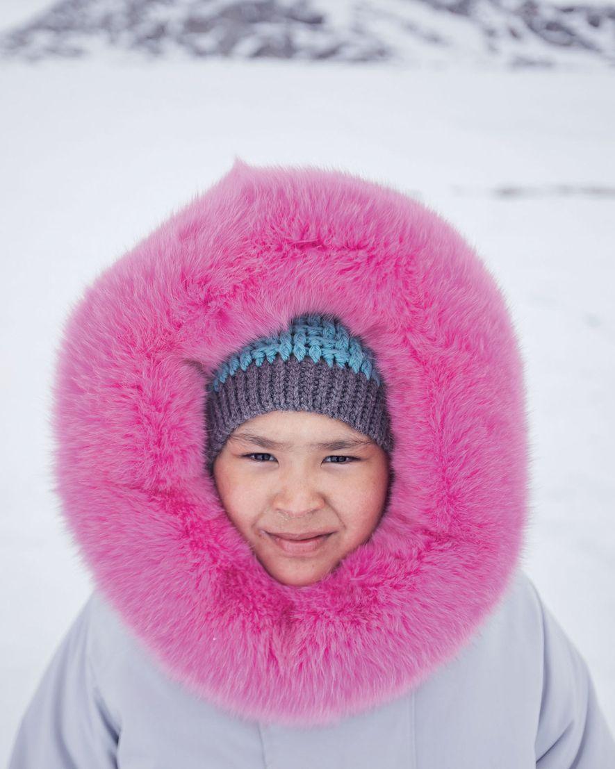 Com um casaco costurado pela sua mãe, Ashley Hughes passou o 10º aniversário a acampar com ...
