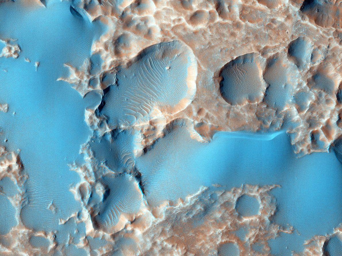 Materiais que foram expelidos de uma cratera de grandes dimensões.