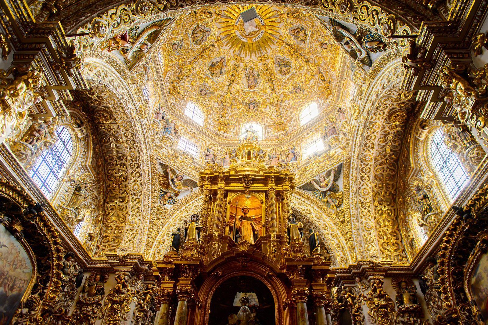 Em Puebla, no México, a Capela do Rosário do século XVII está coberta com folha de ...