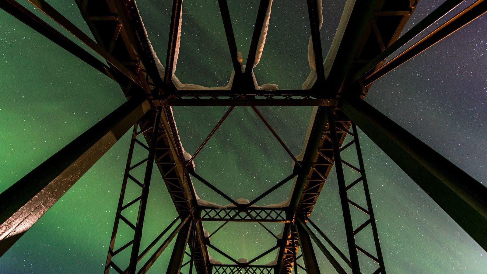 """""""Estou sempre à procura de novas formas de ver e enquadrar a aurora"""", diz a fotógrafa ..."""