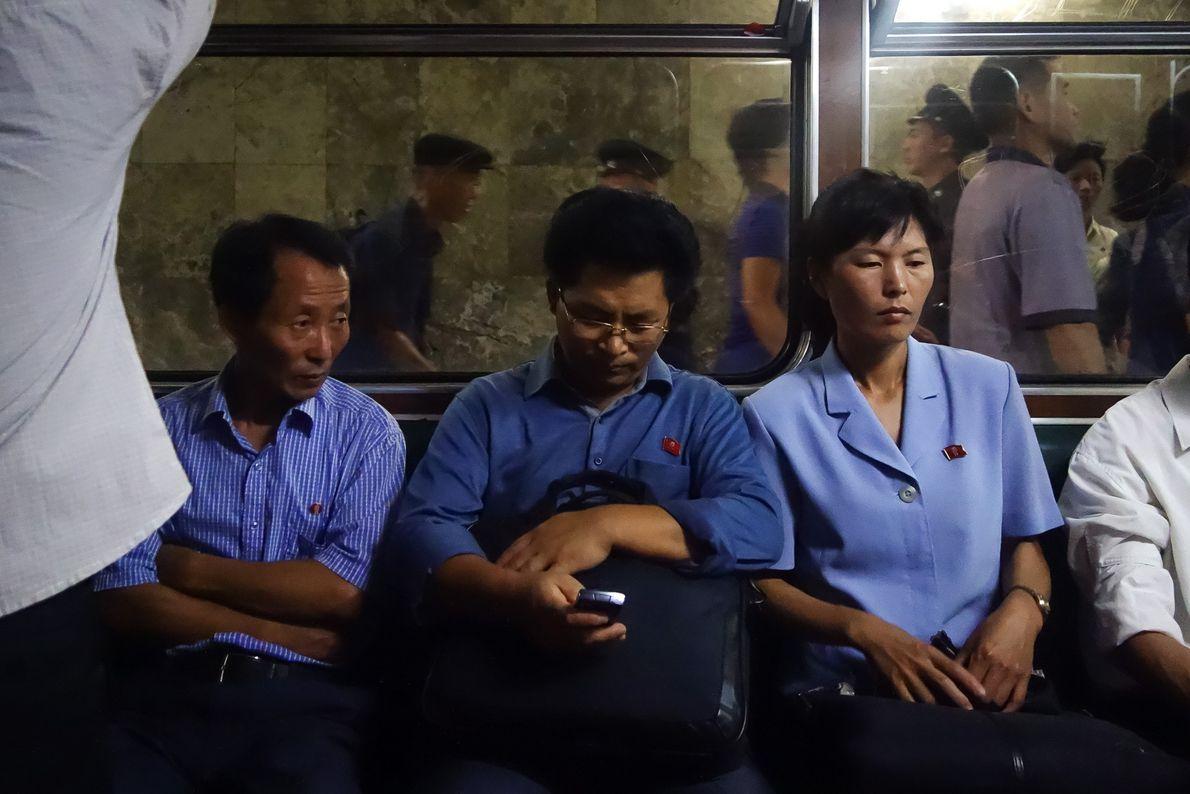 Ninguém correu, empurrou, riu ou sorriu no metro de Pyongyang