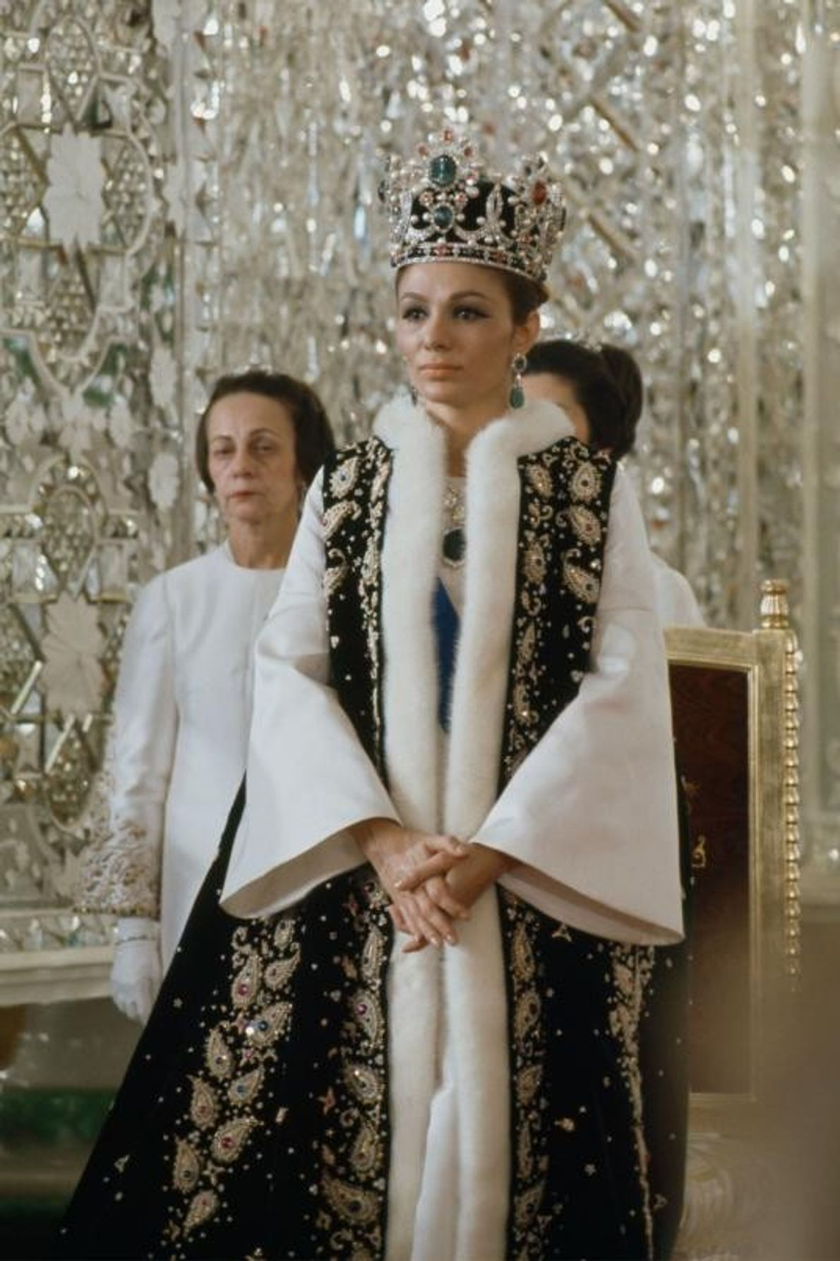 Farah Pahlavi, a agora exilada imperatriz do Irão, na sua coroação no palácio do Golestão, em ...