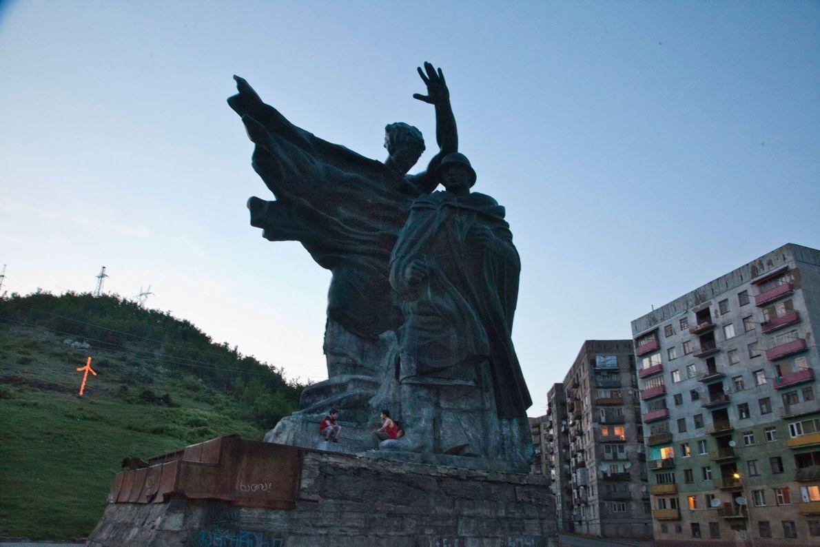 Estátua na cidade de Chiatura, na Geórgia