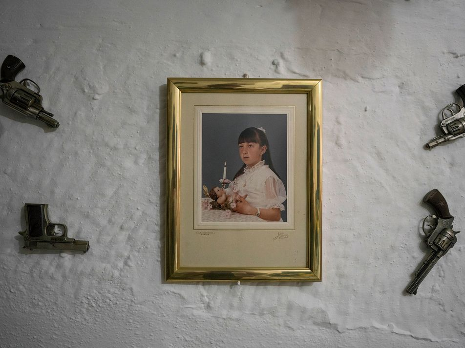 Milhares de Pessoas Vivem Nestas Antigas Grutas Espanholas