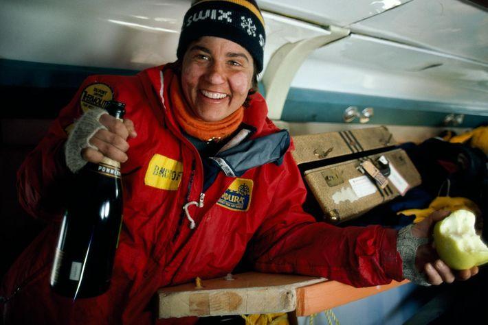 Ann Bancroft celebra o sucesso de uma expedição ao Polo Norte.