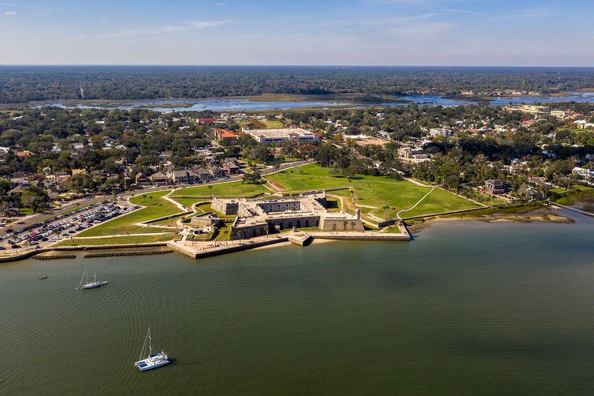 Saint Augustine foi a capital da Flórida espanhola durante 200 anos e, mais tarde, tornou-se na ...