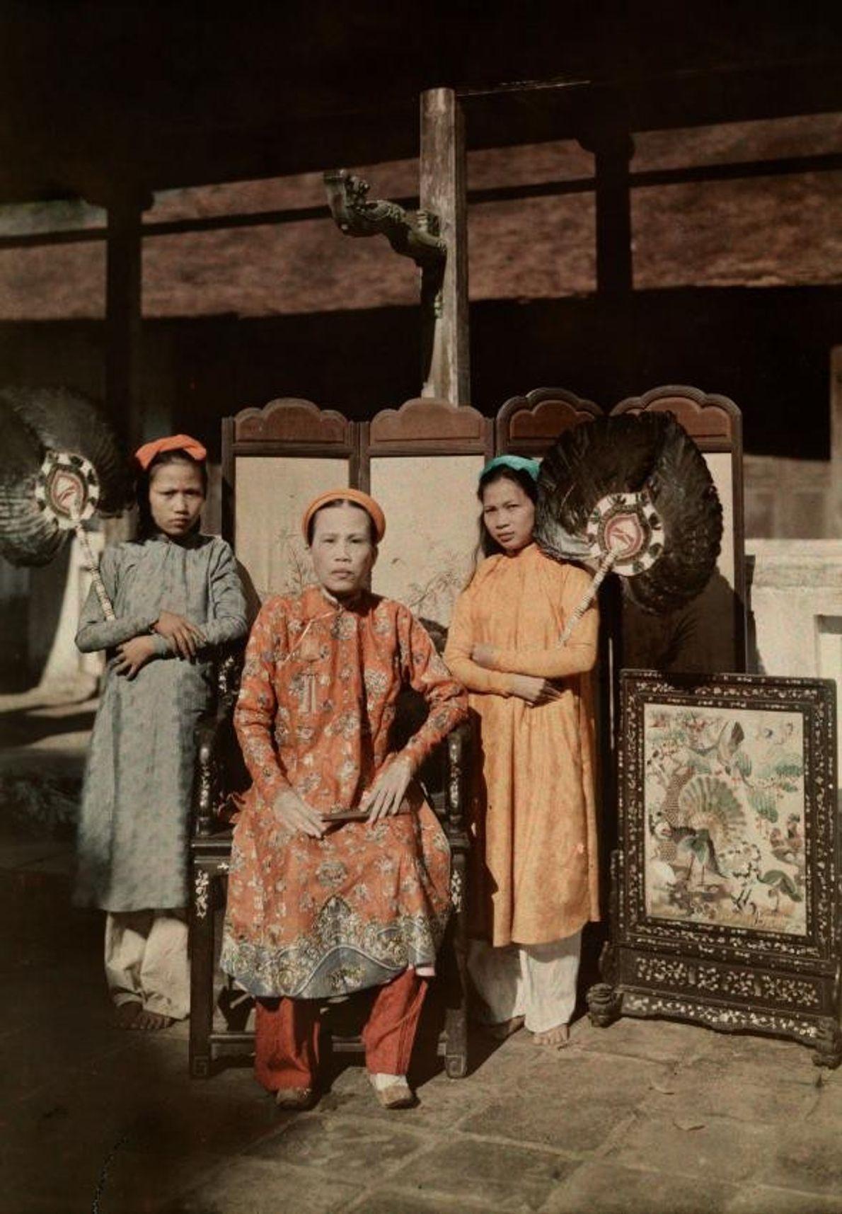 Uma princesa de Hue, onde é hoje o Vietname Central, mas era, à época desta imagem, ...