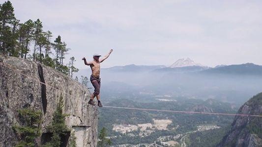 Estremecedor: equilibrista de slackline bate o recorde mundial