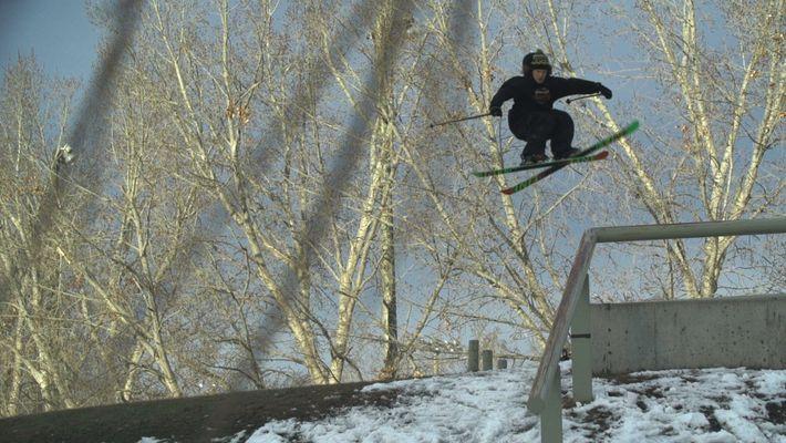 Esquiador simplifica saltos urbanos dificeis