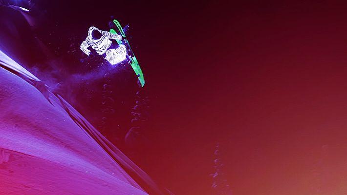 Observe Esquiadores a Voar como Meteoros de Luz