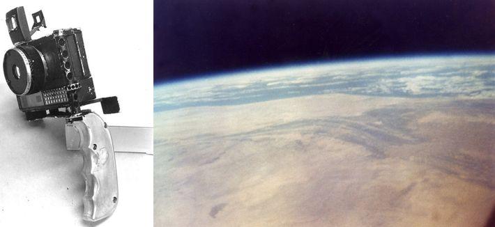 Esquerda: Uma de duas câmaras que John Glenn levou a bordo da cápsula Friendship 7, uma ...