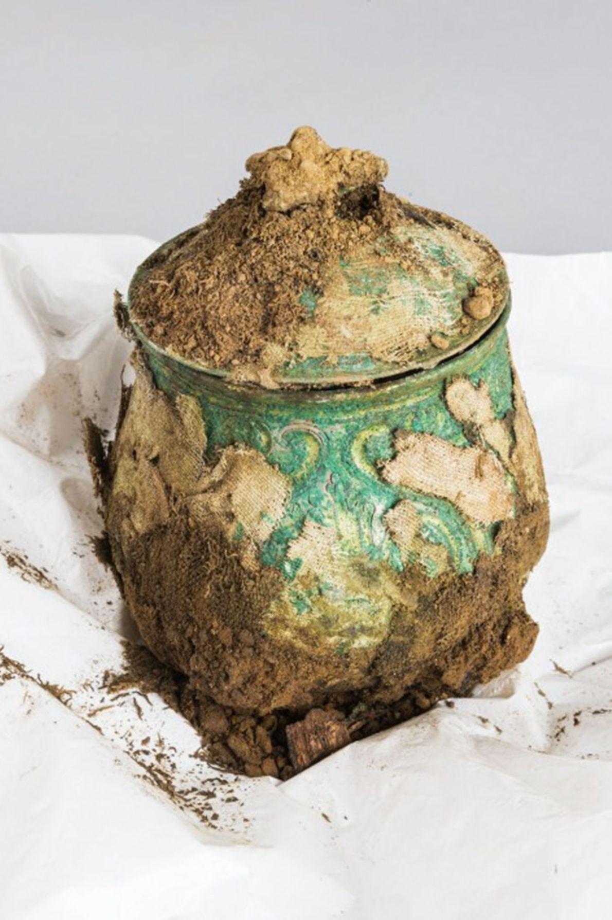 Fotografia de um pote que fazia parte de um tesouro Viking