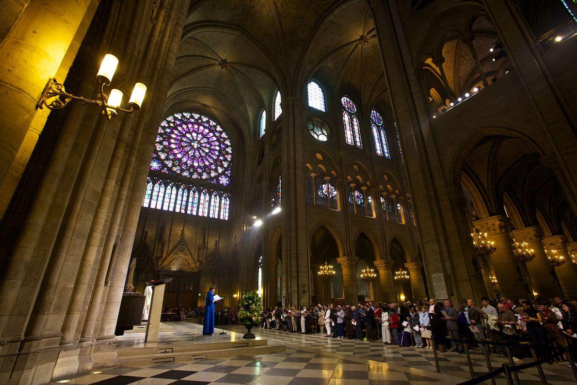Notre-Dame tem missas diárias, para os habitantes locais e visitantes.