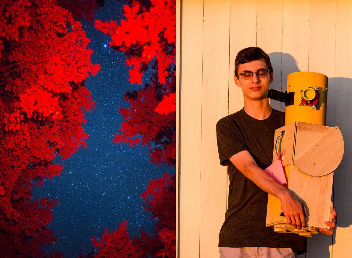 O céu noturno é emoldurado por árvores durante o festival Stellafane. Zane Landers, jovem construtor de ...