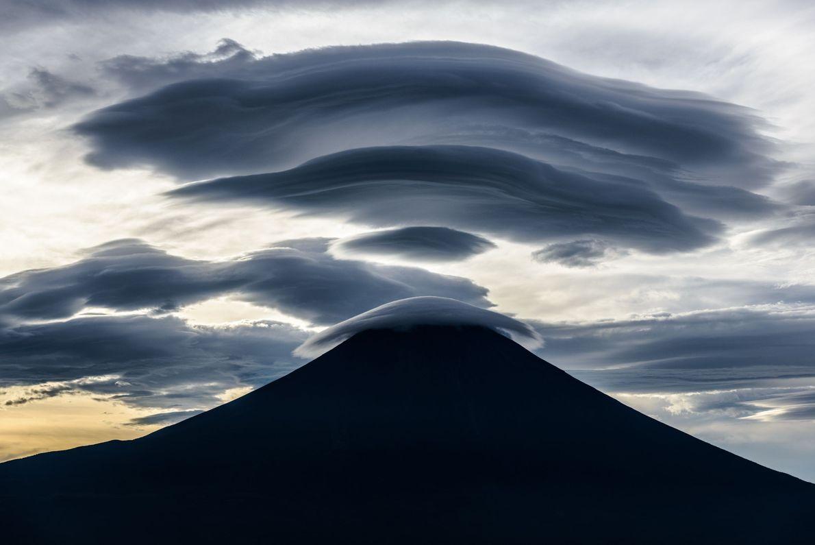 """""""O Monte Fuji é um tesouro de mistérios em forma de nuvens"""", escreve o fotógrafo Your ..."""