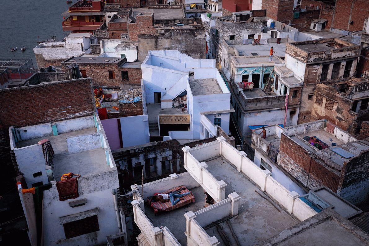 Fotografia de terraços em Varanasi, Índia