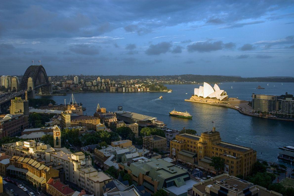 Hoje, Sydney é a maior cidade da Oceânia, e a sua icónica casa da Ópera é ...