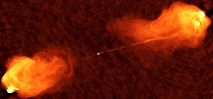 Fotografia de dois poderosos jatos emergem do centro da galáxia activa Cygnus A.