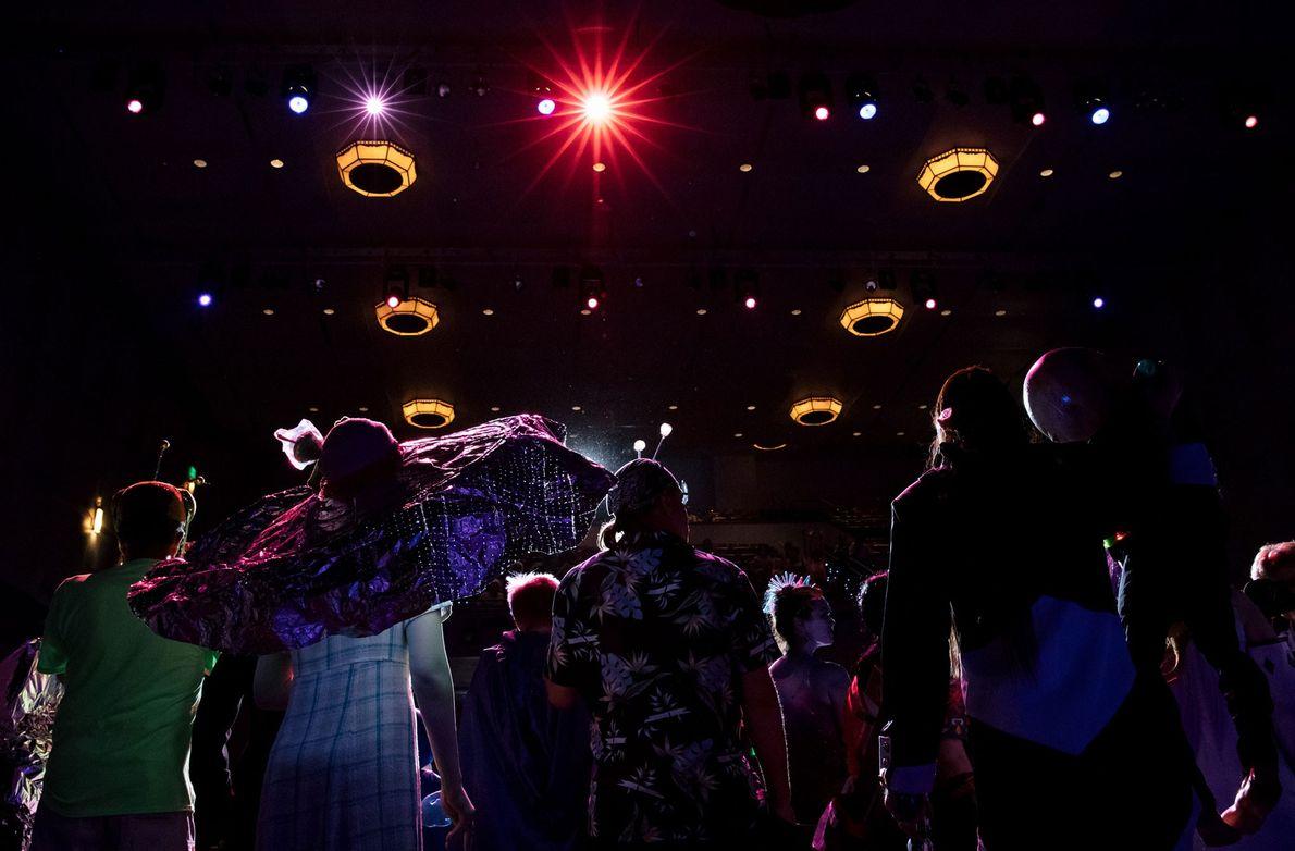 No festival de OVNIS de Roswell, um dos maiores dos Estados Unidos, os participantes do concurso ...