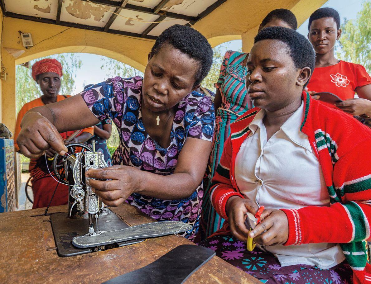 A Rede de Mulheres do Ruanda oferece espaços seguros para as mulheres passarem tempo juntas e ...