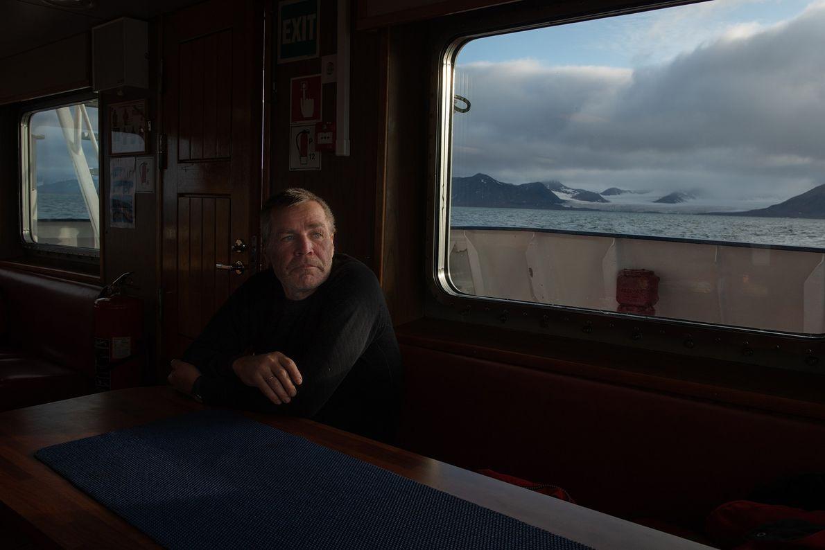 Lutz Peine, oficial náutico do Polarstern, a descansar depois de concluir o treino de sobrevivência, onde ...