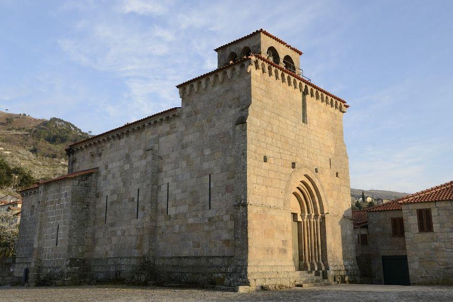 Igreja de São Martinho de Mouros. Fachadas ocidental e norte