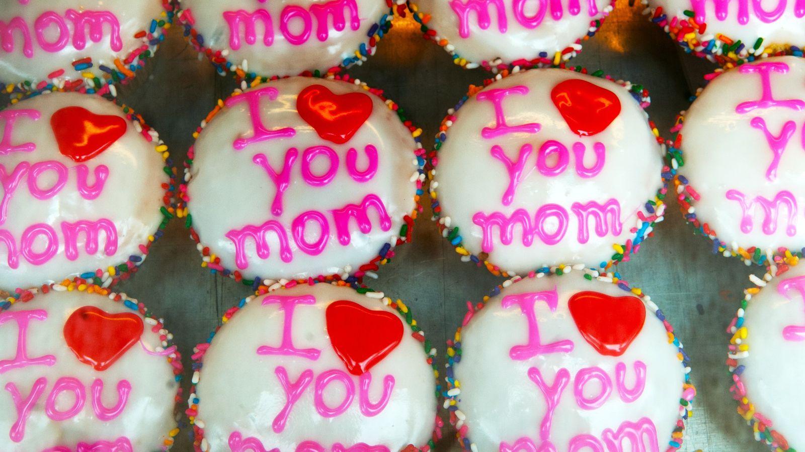 Bolos com expressão I Love You Mom