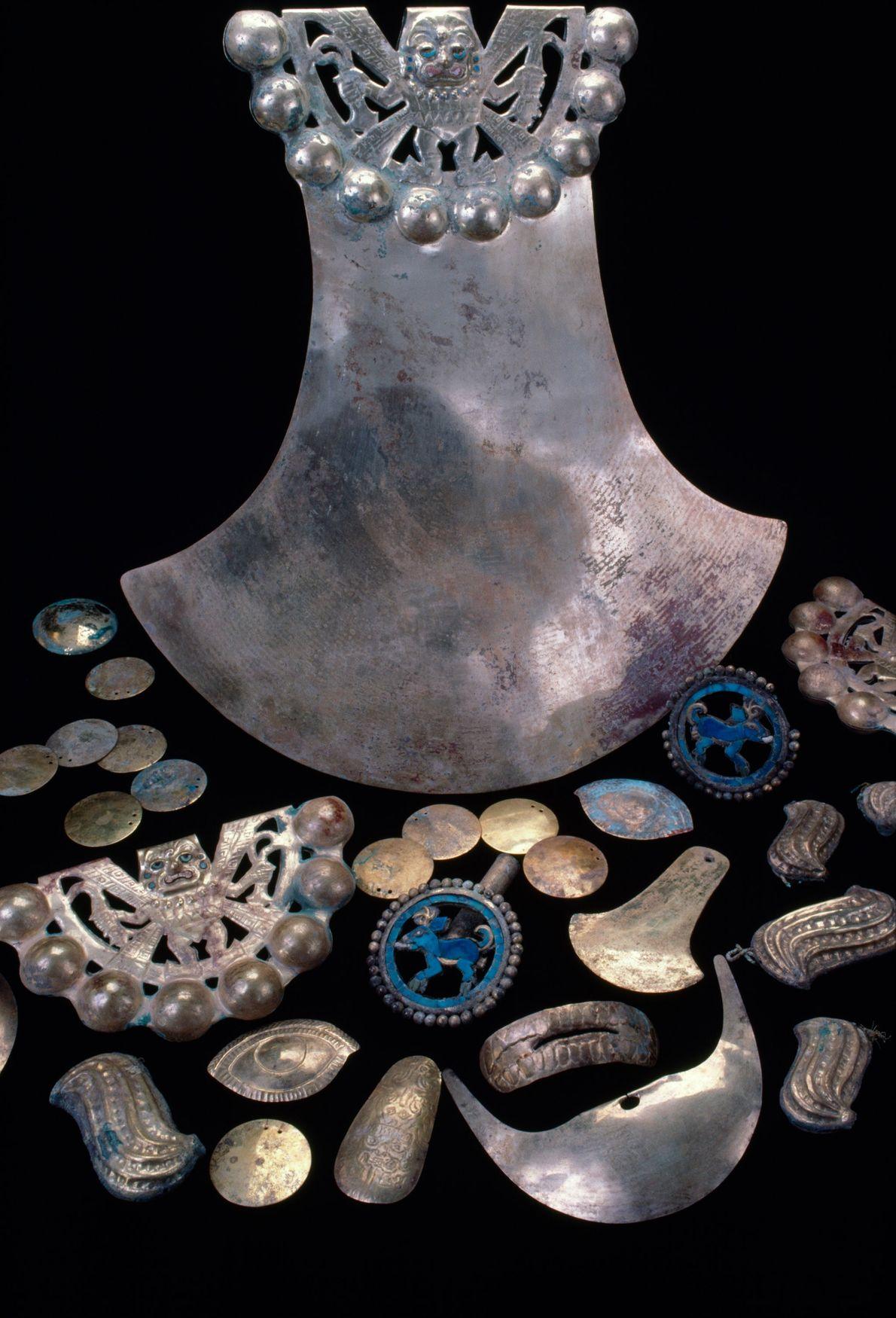 Objetos de ouro no túmulo, com 1500 anos, de um guerreiro-pastor Moche