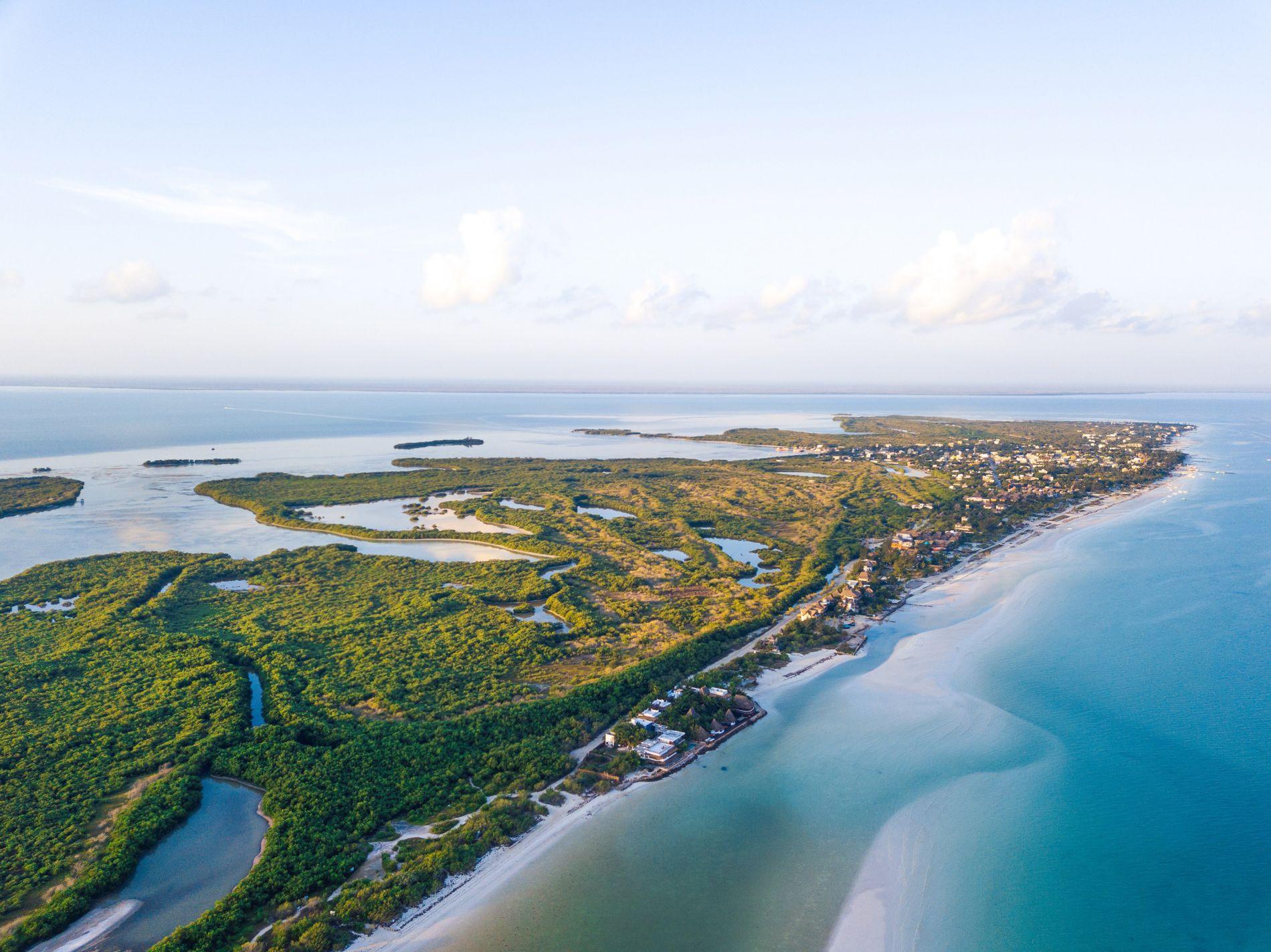 A 20 minutos da costa da Península de Yucatán, no México, a Isla Holbox é uma ...