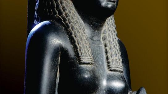 Esta estátua em basalto negro de Cleópatra é uma das poucas representações hoje existentes da última ...
