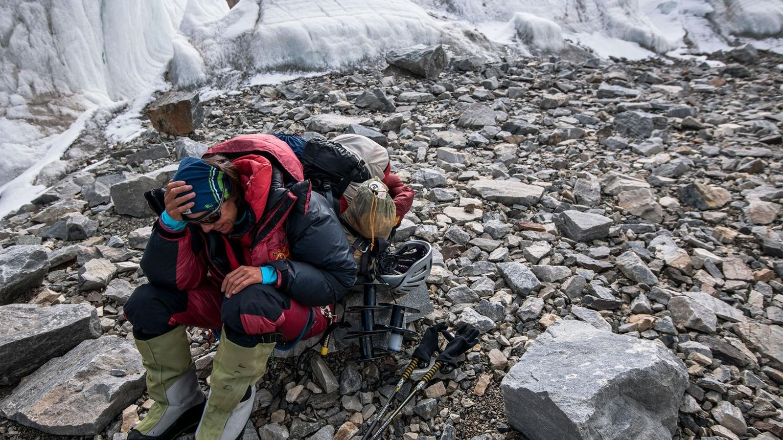 Kaltenbrunner descansa após alcançar o cume do K2.