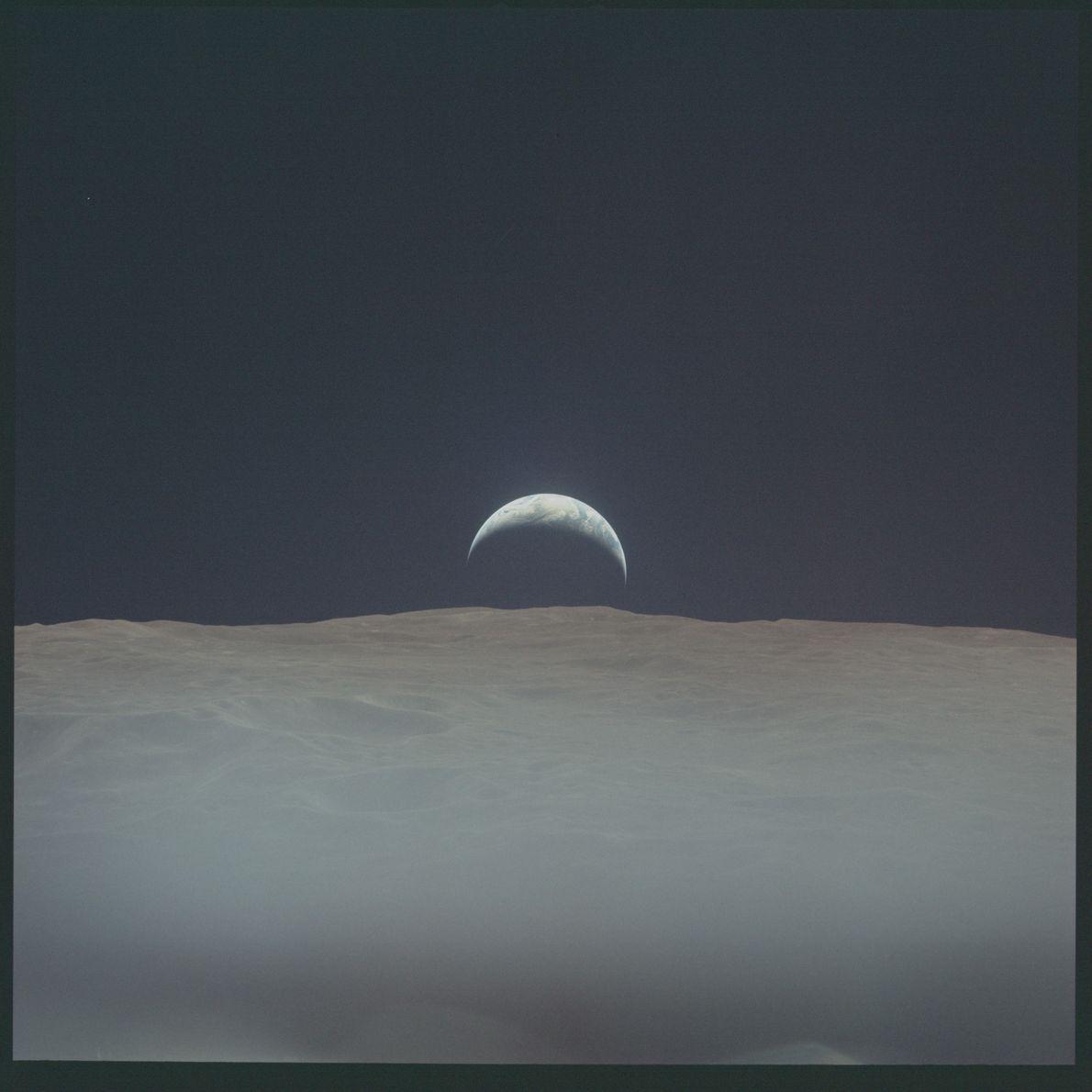 Imagem do nascer da Terra do Apolo 12