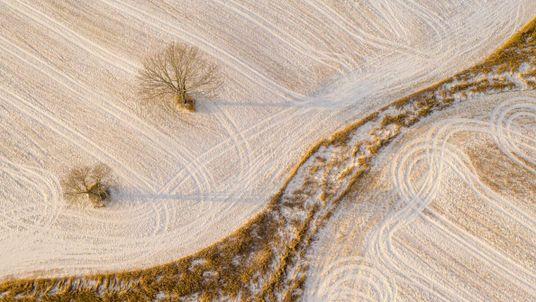 Quer tirar fotografias oníricas de inverno? Experimente os céus com um drone.
