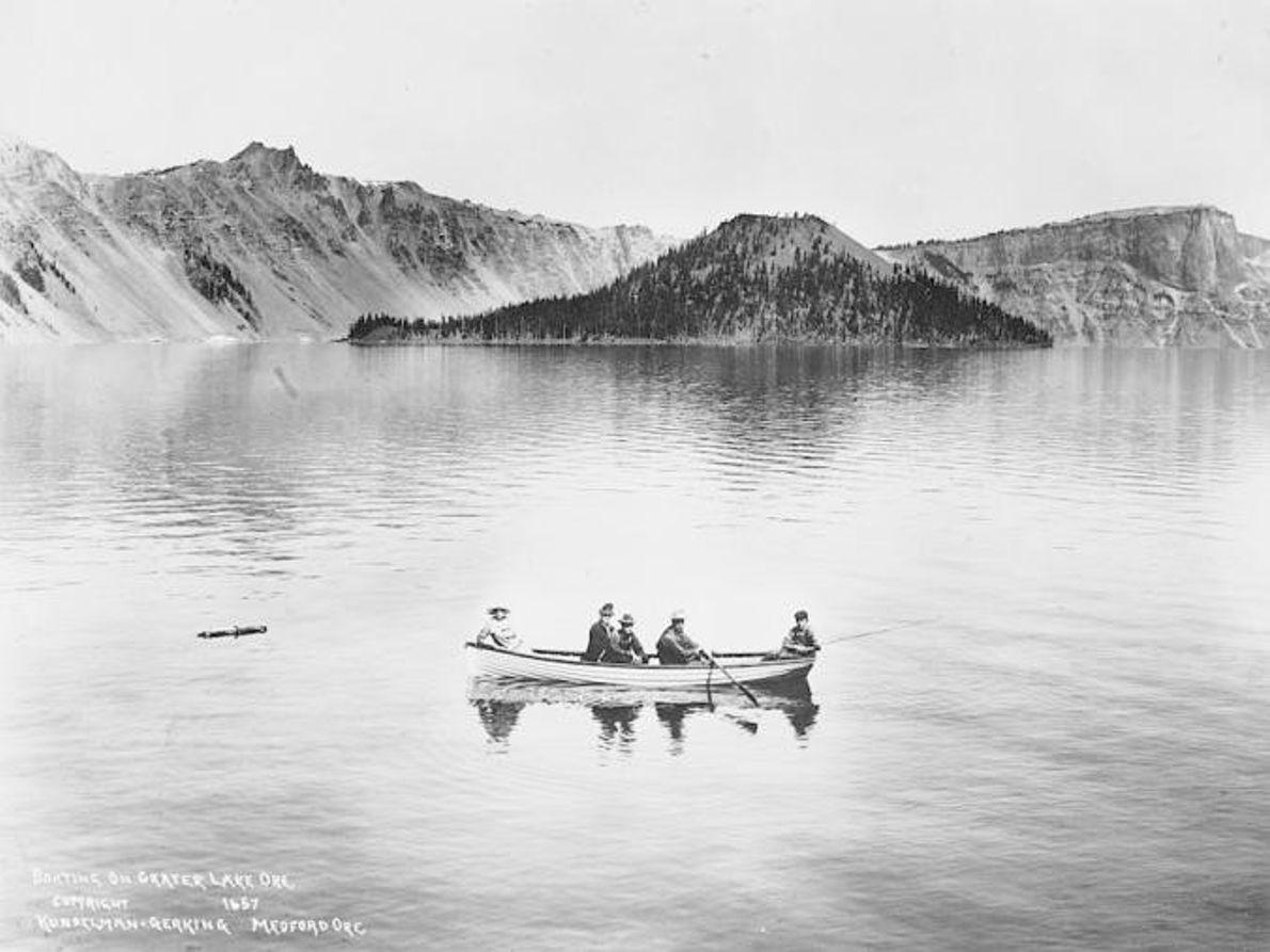 CRATER LAKE, POR VOLTA DE 1912