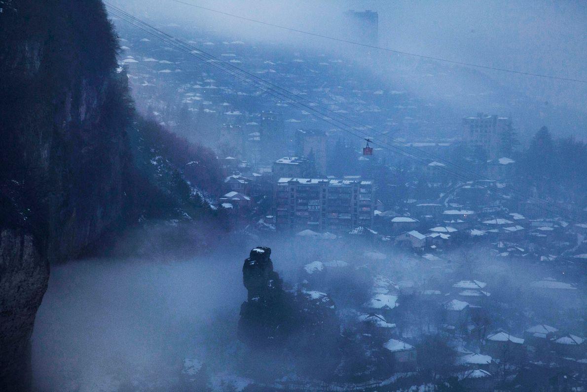 Vista de Chiatura coberta de neve