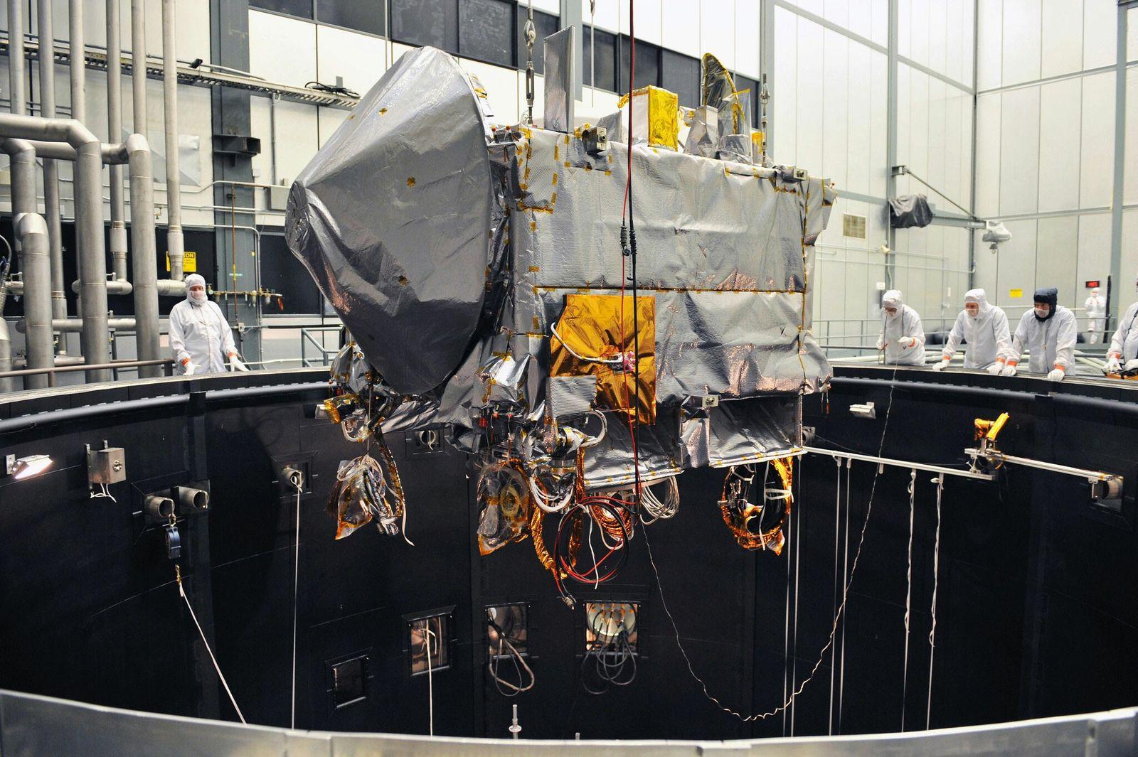 No dia 11 de fevereiro de 2016, a OSIRIS-REx fez testes ambientais numa câmara térmica de ...