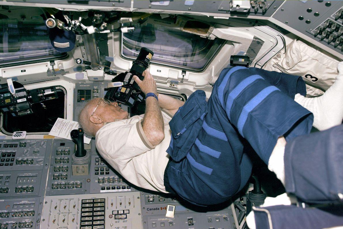Em 1998, John Glenn tornou-se na pessoa mais velha a fazer um voo espacial a bordo ...