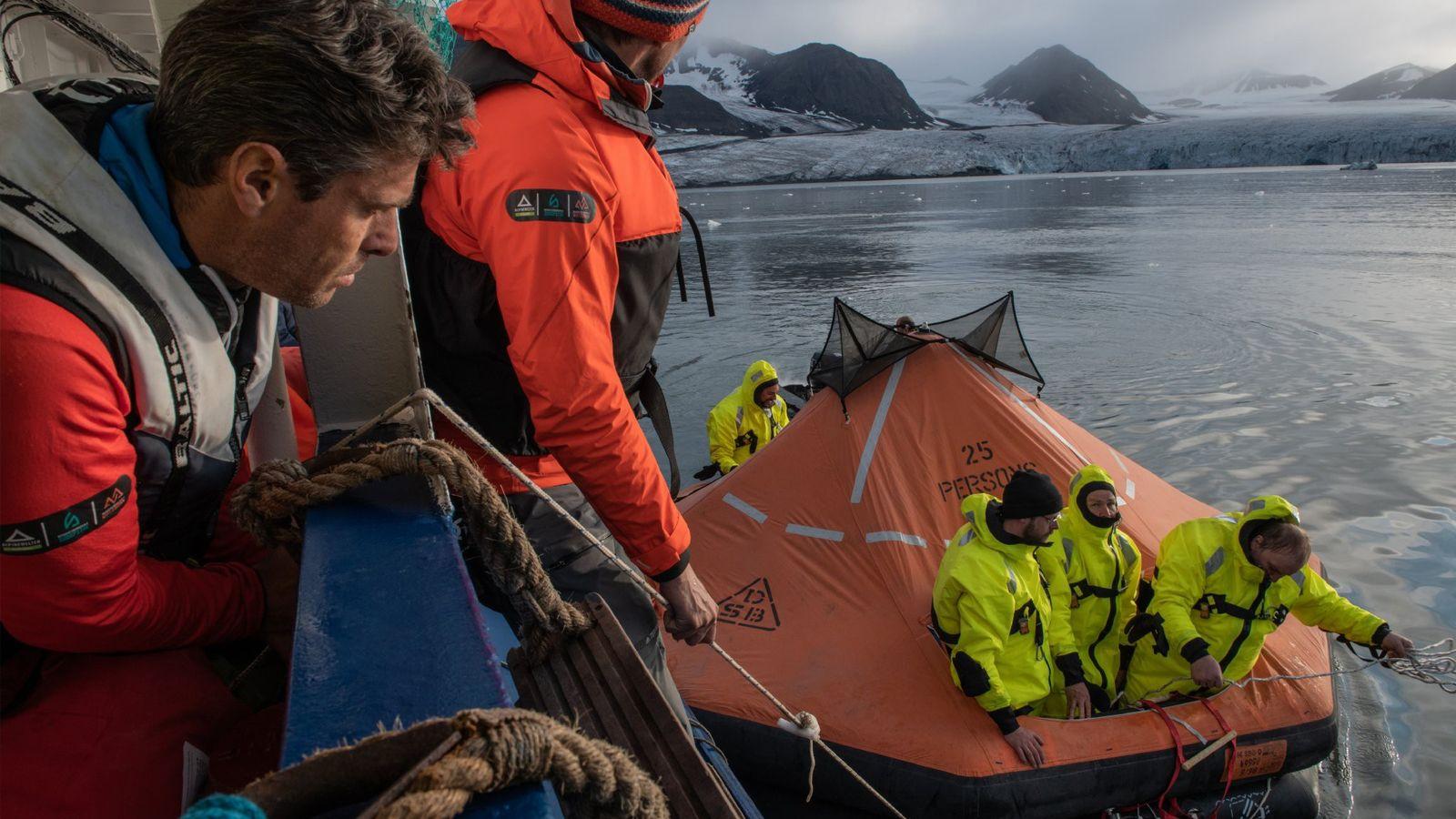 Os participantes da expedição MOSAiC podiam voluntariar-se para fazer um curso de sobrevivência rigoroso de 55 ...