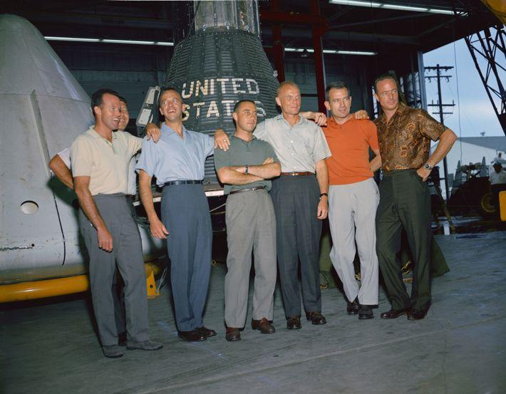 "Os ""Mercury 7"" – o nome dado aos pilotos de teste selecionados para o primeiro programa ..."