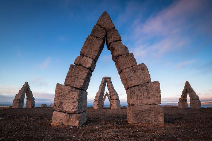 O Arctic Henge é um enorme relógio solar, ainda em construção, inspirado em Stonehenge de Inglaterra. ...